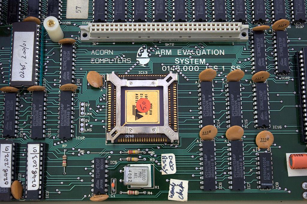 核心的闸极电路图,连同抽象模拟模型和测试程序,以协助设计集成和验