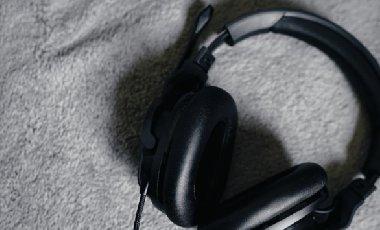 内置声卡—冰豹ROCCAT Khan AIMO 7.1 RGB耳机评测